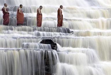 Muốn trọn đời bình an, suôn sẻ hãy học cách sống như NƯỚC